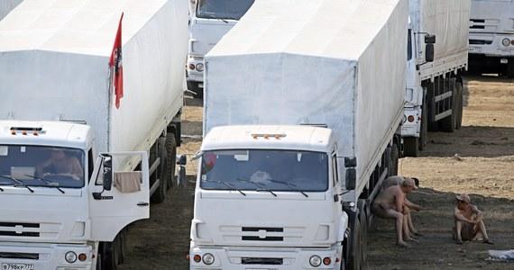 Konwój z pomocą humanitarną Rosji dla wschodniej Ukrainy oczekuje w odległości kilkudziesięciu kilometrów od granicy na inspekcję - podaje agencja AFP. Separatyści z Doniecka oskarżają władze w Kijowie o umyślne opóźnianie przyjęcia ciężarówek.