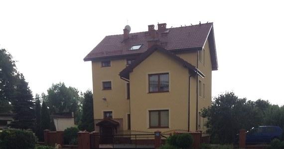 """Najkrótsza, zamieszkana polska ulica znajduje się w Sosnowcu. Ma około 25 metrów długości. Stoi tam tylko jeden dom. Do tego z numerem """"8a""""."""