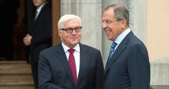 W sprawie przerwania ognia i procesu politycznego na Ukrainie brak postępu - poinformował w Berlinie szef MSZ Rosji Siergiej Ławrow. Dodał, że przerwanie ognia powinno być bezwarunkowe i zarzucił stronie ukraińskiej stawianie niejasnych wymagań.