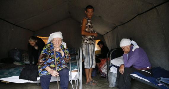 Liczba uchodźców, którzy zginęli w wyniku ostrzelania ich kolumny przez bojowników może iść w dziesiątki - podał sekretarz Rady Bezpieczeństwa Narodowego i Obrony Ukrainy Andrij Łysenko. Dodał jednak, że liczba ofiar nie jest jeszcze dokładnie znana.
