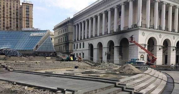 Koniec Majdanu Niepodległości w centrum Kijowa. Równo pół roku po masakrze, w której zginęła tam setka osób, trwa generalne sprzątanie ukraińskiej stolicy. Po barykadach nie ma już śladu - informuje specjalny wysłannik RMF FM, Krzysztof Berenda.