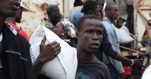 W Kongo wybuchła epidemia krwotocznego zapalenia przewodu pokarmowego. Zmarło dotąd 70 osób - informuje Reuters. Nie ma ona jednak nic wspólnego z wirusem Ebola, ma tylko podobne objawy - zapewnia Światowa Organizacja Zdrowia (WHO).