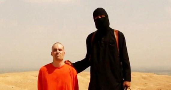 """Sprawca brutalnej egzekucji amerykańskiego dziennikarza został zidentyfikowany przez brytyjski wywiad - informują media na Wyspach. Mimo że na razie nie ujawniają jego danych, to media na własną rękę starają się ustalić tożsamość """"Johna""""."""