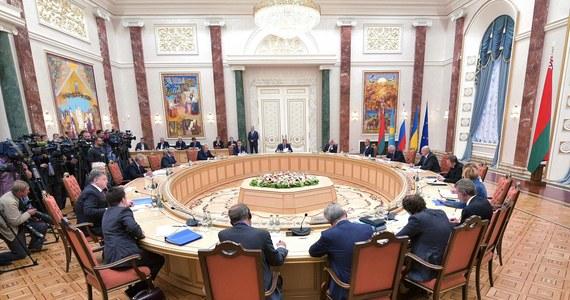 Prezydent Ukrainy Petro Poroszenko powiedział, że w Mińsku nie spotkał się jeszcze z prezydentem Rosji Władimirem Putinem. W białoruskiej stolicy kontynuowane są rozmowy wielostronne na szczycie Ukraina-UE-Unia Celna.