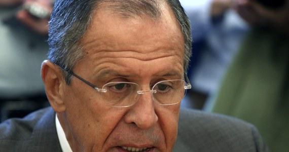 """Drugi konwój humanitarny, który Rosja zamierza wysłać na wschód Ukrainy, """"nie będzie ostatnim"""" - oświadczył rosyjski minister spraw zagranicznych Siergiej Ławrow. Zapewnił też, że Rosja nie jest zainteresowana rozpadem Ukrainy ani konfrontacją z zagranicznymi partnerami."""