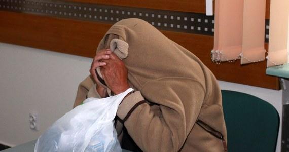 Znachor z Nowego Sącza, który zdaniem prokuratury przyczynił się do śmierci półrocznej Madzi z Brzeznej, pozostanie w areszcie. Sąd Okręgowy odrzucił jego skargę na przedłużenie aresztu. Marek Haslik pozostanie za kratkami co najmniej do połowy listopada. Prokuratura zezwoliła na ujawnienie nazwiska obwinionego; liczy bowiem, że zgłoszą się kolejne osoby, którym udzielał porad paramedycznych i które z tego powodu ucierpiały.