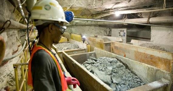 Dwudziestu górników uwięzionych w kopalni złota i srebra El Comal, w miejscowości Bonanza, w Nikaragui, zostało uwolnionych przez ratowników - poinformowały władze. Zaginione w dalszym ciągu są co najmniej cztery osoby.