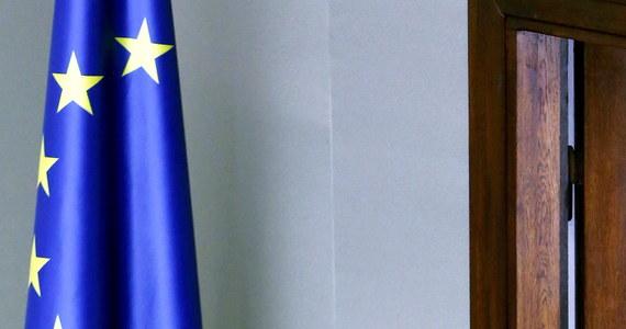Słaba znajomość języków obcych może być nadal poważną przeszkodą na drodze Donalda Tuska do wysokiego unijnego stanowiska - twierdzą francuskie media. Decyzja w sprawie wyboru nowego szefa Rady Europejskiej ma zapaść na dzisiejszym szczycie unijnym w Brukseli.