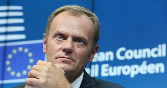 """""""Polak, który będzie mówić dużo po niemiecku"""" - to tytuł wstępniaka prestiżowego """"Le Soir"""". Według gazety wybór Donalda Tuska na stanowisko szefa Rady Europejskiej to znak osłabienia Francji i coraz większej dominacji Niemiec."""