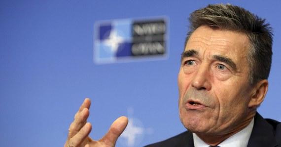 """""""NATO potwierdzi gotowość do obrony wszystkich swych członków. Sojusz Północnoatlantycki jest gotowy, zdolny i ma wolę do obrony wszystkich krajów członkowskich przed każdym atakiem"""" - powiedział sekretarz generalny NATO. Anders Fogh Rasmussen zapowiedział także bardziej widoczną obecność Sojuszu na wschodzie tak długo, jak będzie to konieczne."""