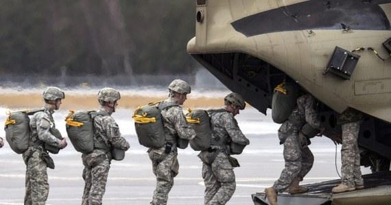 Prezydent USA Barack Obama polecił wzmocnić ochronę ambasady USA w Bagdadzie o dodatkowe 350 żołnierzy. Postanowił też wysłać czołowych przedstawicieli swej administracji na Bliski Wschód - poinformował rzecznik Pentagonu adm. John Kirby.
