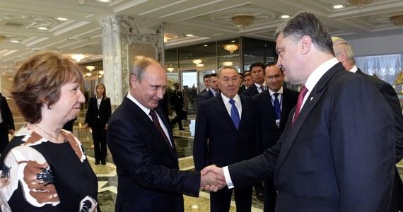Ostateczne porozumienie w sprawie uregulowania konfliktu na Ukrainie może zostać osiągnięte w najbliższy piątek na spotkaniu grupy kontaktowej - oświadczył prezydent Rosji Władimir Putin, który przebywa z wizytą w Mongolii. Wśród warunków wymienił wstrzymanie przez ukraińskie siły oraz prorosyjskich separatystów działań wojskowych na wschodzie kraju, wysłanie tam międzynarodowych obserwatorów, wymianę więźniów i utworzenie korytarza humanitarnego.