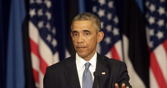 NATO musi pomóc w umocnieniu obronności Ukrainy, Mołdawii i Gruzji, a szczyt Sojuszu musi wysłać Ukrainie wyraźny sygnał wsparcia - podkreślił prezydent USA Barack Obama podczas wizyty w Estonii. Zaznaczył również, że NATO musi trzymać drzwi otwarte dla nowych członków.