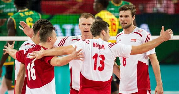 Polscy siatkarze pokonali we Wrocławiu Kamerun 3:1 w meczu mistrzostw świata. Biało-czerwoni, którzy są liderami grupy A, już wcześniej zapewnili sobie awans do kolejnej fazy turnieju. W sobotę przepustkę do drugiej rundy wywalczyły Argentyna i Serbia.
