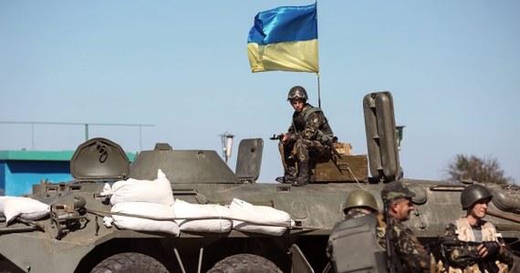"""""""Ukraińskie siły rządowe przestrzegają ustaleń o zawieszeniu broni, nie zważając na ostrzał swych pozycji przez przeciwnika"""" - oświadczył wicedyrektor centrum analitycznego Rady Bezpieczeństwa Narodowego i Obrony (RBNiO) Ukrainy, Wołodymyr Polowyj. """"Nie mówimy na razie o wstrzymaniu rozejmu"""" – podkreślił."""