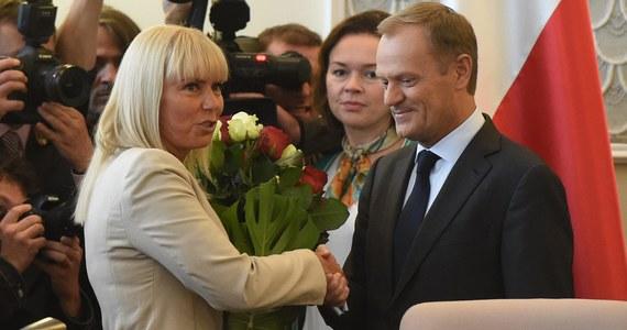 Donald Tusk, jako szef Rady Europejskiej zarabiający niemal 300 tysięcy euro rocznie i komisarz Unii Europejskiej Elżbieta Bieńkowska z zarobkami ok. 240 tysięcy euro nie będą płacić podatku dochodowego ani w Polsce, ani w Belgii, gdzie będą urzędować. Specjalne przepisy podatkowe dotyczące urzędników Unii zobowiązują ich tylko do płacenia tzw. podatku wspólnotowego.