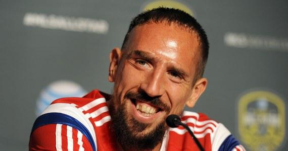 Piłkarz Bayernu Monachium Frank Ribery podtrzymał swoją decyzję o rezygnacji z występów w reprezentacji Francji. Tym samym zignorował ostrzeżenia szefa UEFA Michela Platiniego, który za nieobecność w kadrze narodowej groził mu zawieszeniem w klubie.