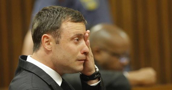 Sąd oczyścił południowoamerykańskiego lekkoatletę Oscara Pistoriusa z zarzutu, że 14 lutego 2013 roku zamordował swoją narzeczoną Reese Steenkamp z premedytacją. W Pretorii sędzia Thokozile Masipa przez kilka godzin odczytywała uzasadnienie wyroku w jego procesie. Werdykt zostanie ogłoszony jutro.