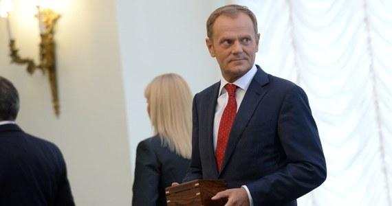 """""""Siedem lat Donalda Tuska to - jak oceniają Polacy - siedem lat raczej tłustych w czasie kryzysu europejskiego. Z przeprowadzonych przeze mnie badań wynika, że Donald Tusk oceniany był korzystnie m.in. ze względu na dobre radzenie sobie w czasie kryzysów gospodarczych oraz kryzysu na Ukrainie"""" - mówi ekspert od marketingu politycznego Norbert Maliszewski. """"Inna rzecz, to fakt, że w ciągu tych siedmiu lat było jednak niewiele reform"""" - zauważa."""