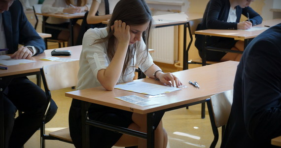 82 proc. tegorocznych absolwentów szkół ponadgimnazjalnych  uzyskało świadectwo dojrzałości - podała Centralna Komisja Egzaminacyjna. Są to wyniki maturzystów zdających egzaminy w sesji majowej, dodatkowej czerwcowej oraz w poprawkowej w sierpniu.