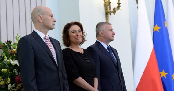 """""""Wszyscy wojewodowie w ciągu ostatnich dni zrezygnowali ze swoich stanowisk, nie mam sygnału"""" -poinformowała rzeczniczka rządu Małgorzata Kidawa-Błońska. """"Nie mam sygnału, by którykolwiek z nich nie dopełnił tego obowiązku"""" - podkreśliła."""