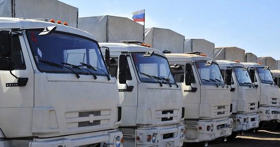"""Ponad 100 ciężarówek z rosyjską pomocą humanitarną dla wschodniej Ukrainy przekroczyło punkt kontroli granicznej """"Donieck"""". Wcześniej poinformowano, że przejście graniczne w Ługańsku przekroczyło około 70 pojazdów."""