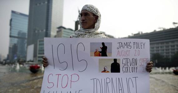 Matka Jamesa Foleya, dziennikarza porwanego i zamordowanego przez Państwo Islamskie, powiedziała telewizji CNN, że jest zbulwersowana postępowaniem władz w sprawie jej syna. Rodzinie Foleya m.in. grożono konsekwencjami karnymi, gdyby próbowała zebrać okup.