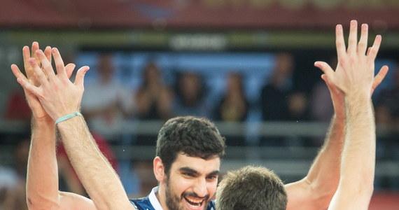 Reprezentacja Argentyny niespodziewanie pokonała w Bydgoszczy Włochy 3:1 (17:25, 25:21, 30:28, 25:21) w pierwszym sobotnim spotkaniu grupy E rozgrywanych w Polsce mistrzostw świata siatkarzy.