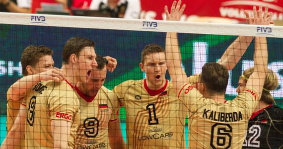 Rosja pokonała w Katowicach Niemcy 3:0 (25:17, 25:18, 26:24) w sobotnim meczu siatkarskich mistrzostw świata. Wcześniej Brazylia wygrała z Kanadą 3:0 (25:19, 25:23, 29:27) i pozostała liderem grupy F.
