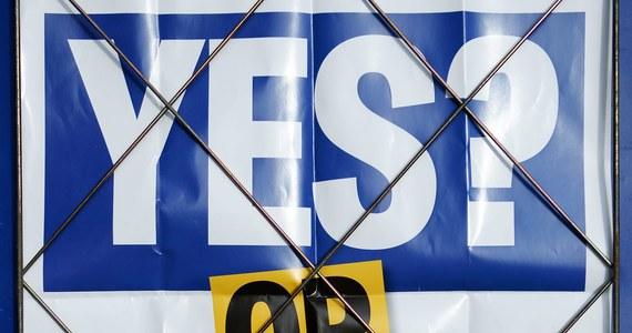"""""""Przeznaczenie kraju leży w rękach niezdecydowanych"""". """" Mamy naród zwrócony przeciwko sobie"""" - tak o poranku wyglądają okładki szkockich i brytyjskich gazet. Tam jutro niepodległościowe referendum."""