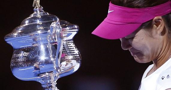 Jedna z najlepszych tenisistek świata ostatnich lat, jeszcze w poniedziałek notowana na 5. miejscu światowego rankingu Na Li, kończy karierę. Chinka zdecydowała się na taki krok z powodu przewlekłych problemów z kolanami.
