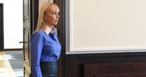 Odchodząca ze stanowiska szefowa resortu infrastruktury i rozwoju Elżbieta Bieńkowska rekomenduje swojemu następcy zastąpienie bramek na autostradach elektronicznym systemem poboru opłat. Jej zdaniem nowe rozwiązanie mogłoby ruszyć w 2016 roku.