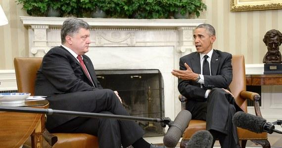 Miliard dolarów gwarancji finansowych na wsparcie gospodarki udzielą Ukrainie Stany Zjednoczone - poinformował prezydent Petro Poroszenko na swoim koncie na Facebooku. Wyjaśnił, że ustalił to podczas wczorajszej wizyty w USA.