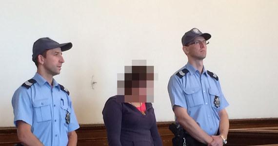 15 lat więzienia - taki wyrok usłyszała 19-latka z okolic Kartuz na Pomorzu, która dwukrotnie tuż po urodzeniu porzucała swoje dzieci w lesie i zostawiała je tam na pewną śmierć. Wyrok w tej sprawie wydał dziś Sąd Okręgowy w Gdańsku.