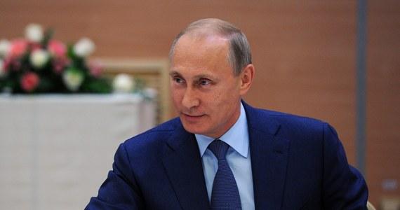 Rzecznik rosyjskiego Ministerstwa ds. Sytuacji Nadzwyczajnych Aleksandr Drobiczewski powiedział, że trzeci rosyjski konwój z pomocą humanitarną wysłany na wschodnią Ukrainę przybył do Doniecka i jest rozładowywany. Rzecznik wyjaśnił, że konwój nie miał eskorty ani ze strony władz ukraińskich, ani żadnej organizacji międzynarodowej.