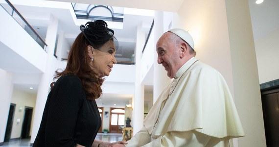 Prezydent Argentyny Cristina Fernandez poinformowała, że otrzymała pogróżki od Państwa Islamskiego (IS), bo jak jej rodak, papież Franciszek, potępia wojnę prowadzoną w imię religii, a także uznaje zarówno Izrael, jak i ambicje państwowe Palestyńczyków.