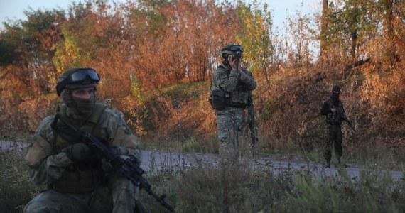"""W rejonie Makarowa w obwodzie ługańskim z ciężkich moździerzy i systemu rakietowego """"Grad"""" zaatakowano oddziały ukraińskie. Dowództwo operacji antyterrorystycznej w Kijowie przekazało natomiast, że ukraińskie siły rządowe zabiły w ciągu ostatniej doby 40 prorosyjskich separatystów na wschodzie kraju."""
