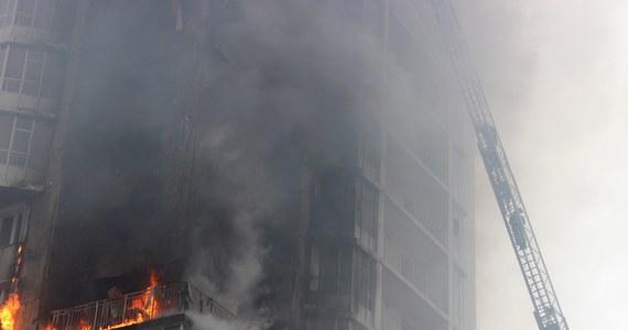 Pożar wybuchł w 25-piętrowym budynku w Krasnojarsku na Syberii. Nie ma informacji o poszkodowanych.