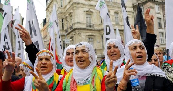 Mimo uwolnienia tureckich więźniów z rąk Państwa Islamskiego, Turcja raczej nie włączy się militarnie do walki z dżihadystami w Iraku i Syrii – ocenia w rozmowie z RMF FM ekspert Polskiego Instytutu Spraw Międzynarodowych. Wcześniej rząd w Ankarze, m.in. właśnie ze względu na zakładników nie chciał angażować się w konflikt na Bliskim Wschodzie.