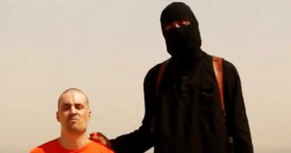 Szef FBI James Comey poinformował, że służby zidentyfikowały mężczyznę, który pojawia się na nagraniach z egzekucji zachodnich zakładników dokonanych przez terrorystów z Państwa Islamskiego. Chodzi o filmy pokazujące egzekucje m.in. dziennikarzy Jamesa Foleya i Stevena Sotloffa.
