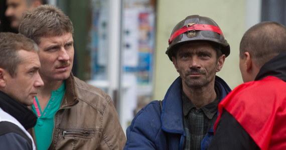 Do protestujących górników z Kazimierza-Juliusza w Sosnowcu zjechał wojewoda śląski. Protest górników z tego zakładu trwa już drugą dobę. Pod ziemią wciąż jest 154 górników. Reporter RMF FM, który rano rozmawiał z protestującymi, usłyszał, że wyjadą na powierzchnię dopiero, gdy osiągną swój cel.