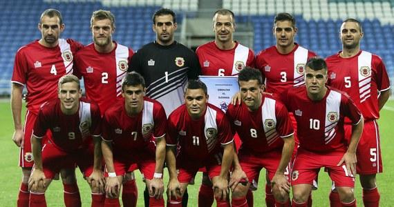 Międzynarodowa Federacja Piłki Nożnej (FIFA) nie uznała niewielkiego terytorium Gibraltaru za federację członkowską. Powodem odmowy był statut o terenach niezależnych. Przed rokiem Gibraltar został jednak przyjęty w szeregi europejskich władz piłkarskich (UEFA).