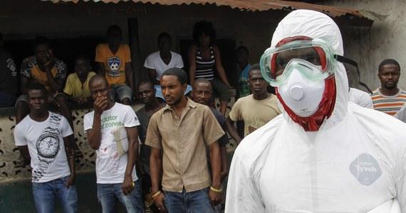 Zarażony wirusem Ebola mężczyzna, który przebywa w szpitalu w Teksasie, miał kontakt z przynajmniej z 18 osobami – ustalili do tej pory amerykańscy epidemiolodzy. Wśród nich są również dzieci.