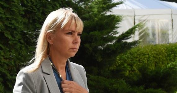 Dzisiaj przesłuchanie Elżbiety Bieńkowskiej w Parlamencie Europejskim. Od jego wyniku zależy przyszłość polskiej kandydatki na stanowisku komisarza ds. rynku wewnętrznego i przemysłu. Europosłowie zadadzą jej 45 pytań. Nasza dziennikarka Katarzyna Szymańska-Borginon ustaliła, jakie będą. Wiadomo, że sześć z nich zadadzą eurodeputowani z Polski. Każdy europoseł będzie miał jedną minutę na pytanie, a Bieńkowska dwie minuty na odpowiedź.