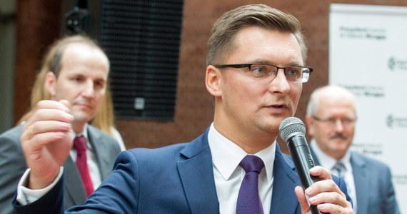 Obecny wiceprezydent Katowic Marcin Krupa został kandydatem Komitetu Wyborczego Wyborców Forum Samorządowe i Piotr Uszok na prezydenta miasta w zbliżających się wyborach. Na specjalnej konferencji przedstawił go rządzący miastem od 16 lat Piotr Uszok.