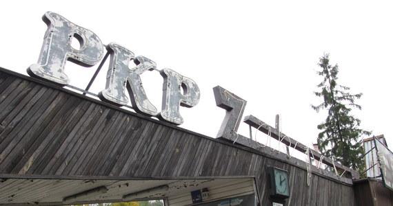 Słynny zakopiański neon kiedyś był chlubą i ozdobą miasta. Na swoje czasy był niezwykle awangardowy i nowoczesny. Powstał ponad 50 lat temu, kiedy pod Tatrami organizowane były mistrzostwa świata FIS. Teraz tylko straszy i szpeci. Znalazła się jednak grupa ludzi, którzy chcą uratować neon z zakopiańskiego dworca kolejowego. Zorganizowali internetową akcję zbierania pieniędzy. Inicjatorką akcji jest historyk sztuki Marta Gaj.