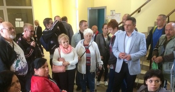 Po 12 godzinach okupacji urzędu marszałkowskiego we Wrocławiu niepełnosprawni z Wałbrzycha doszli do porozumienia z urzędnikami. Ponad 60 niepełnosprawnych od prawie roku walczy o przyznanie im dwóch milionów złotych na powołanie Zakładu Aktywizacji Zawodowej. Do Wrocławia przyjechało w piątek 15 ich przedstawicieli.