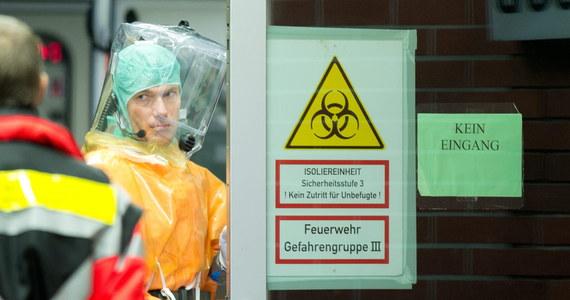 """Senegalczyk, u którego pod koniec sierpnia lekarze stwierdzili zakażenie wirusem eboli, został po pięciotygodniowym leczeniu wypisany ze szpitala. """"Pacjent ma się dobrze, od wielu dni nie jest już źródłem infekcji"""" - oświadczył rzecznik kliniki uniwersyteckiej Eppendorf w Hamburgu."""