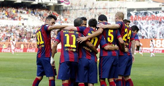 Barcelona nie straciła gola w siedmiu kolejkach piłkarskiej ekstraklasy Hiszpanii, a jej chilijski bramkarz Claudio Bravo w sobotę został rekordzistą ligi w liczbie minut z czystym kontem od początku sezonu. Poprawił osiągnięcie Pedro Artoli z 1977 roku.