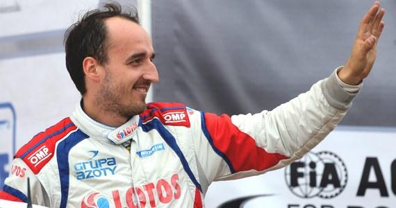 Wypadek Roberta Kubica podczas Rajdu Francji. Polski kierowca wypadł z trasy na ostatnim odcinku.